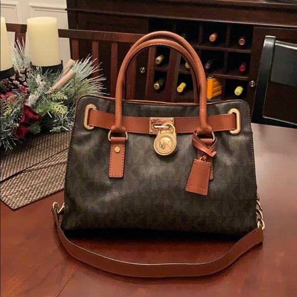 5126b8a93d2f Michael Kors Handbag. M_5cc2566dfe19c72cfaa1f019